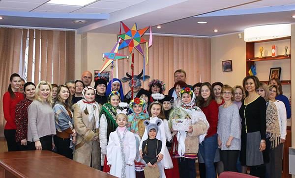 Маленькі колядники завітали до Донецької торгово-промислової палати